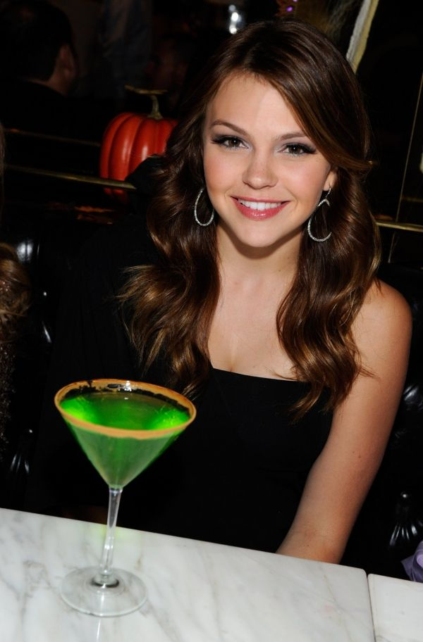 Aimee Teegarden - She's prettier in brunette i must say