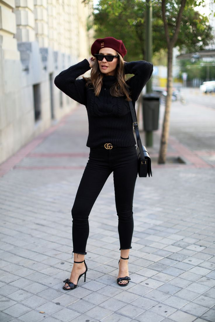 14 noviembre looks - Lady Addict. Black knit sweater+black skinny jeans+black logo belt+black bow ankle strap heeled sandals+black shoulder bag+burgundy beret+sunglasses. Fall  Casual Outfit 2017