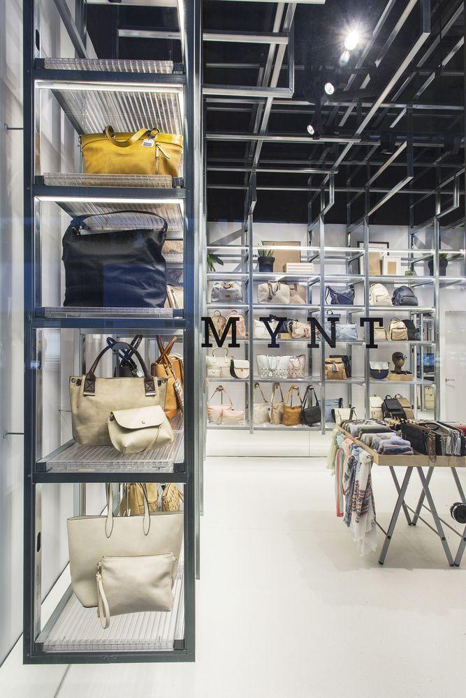 Galería de Perfiles metálicos son convertidos en estantes en esta tienda en Barcelona - 20