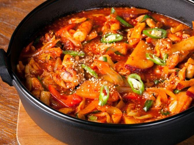田野 博シェフ/コリアンダイニング五穀亭 京王プラザホテルのタッカルビ(鶏肉と野菜の辛みそ炒め煮)レシピ