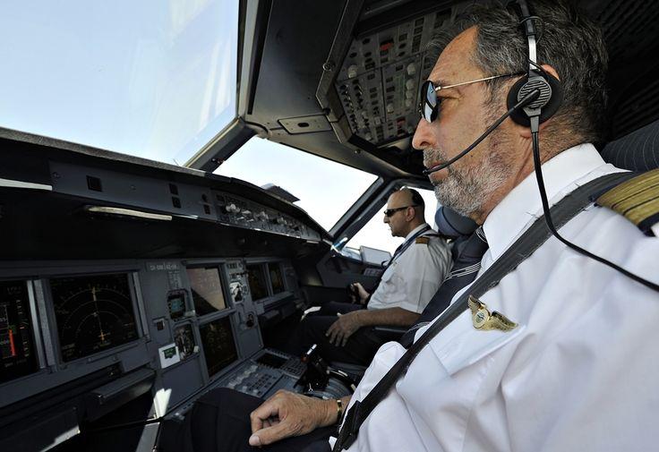 Κυβερνήτης της πτήσης μας ο κύριος Τρωγάδας Ιωάννης, συγκυβερνήτης ο κύριος Μίχας Παύλος
