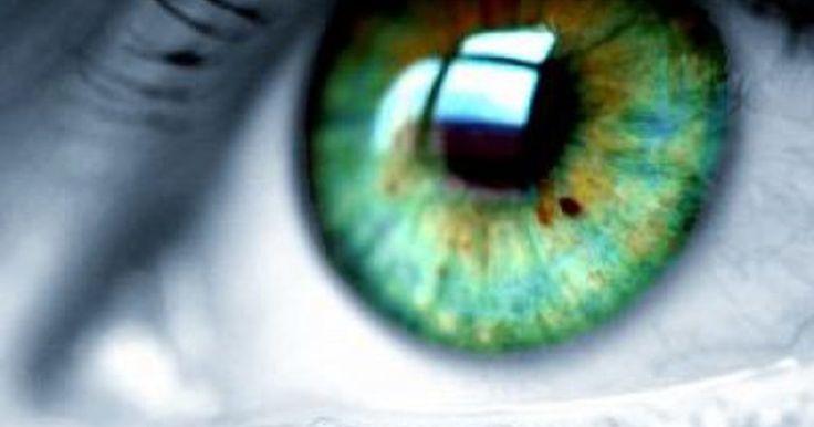 Cómo ponerse lentes de contacto sin pestañear. Hay muchos métodos que puedes usar para evitar pestañear cuando te estás colocando un lente de contacto blando. Un lente de contacto es un dispositivo médico y no debería usarse a menos que sea bajo la supervisión de un oculista o un oftalmólogo. Tu oculista te indicará las técnicas apropiadas para el uso de lentes de contacto, pero hay algunos ...