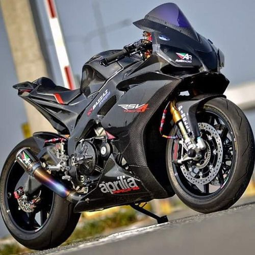 Carbon RSV4 with Austin Racing exhaust
