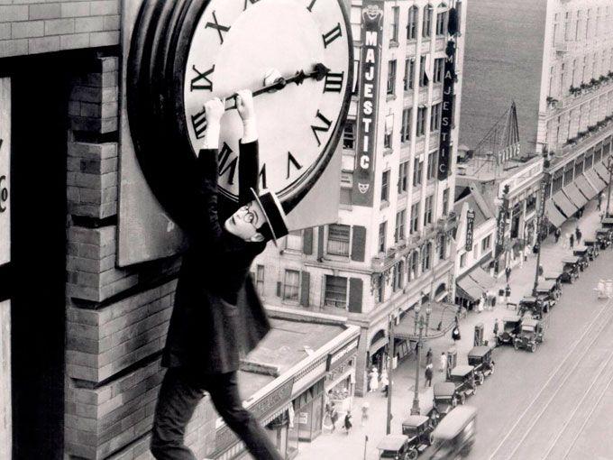 Es otoño y llegó el momento de cambiar de nuevo los relojes. Aunque sólo es una hora de diferencia, ¿realmente nos afecta el cambio de horario? Checa lo que el experto tiene que decir al respecto y sin duda entenderás por qué el cambio de horario se siente más ciertos días de la semana.