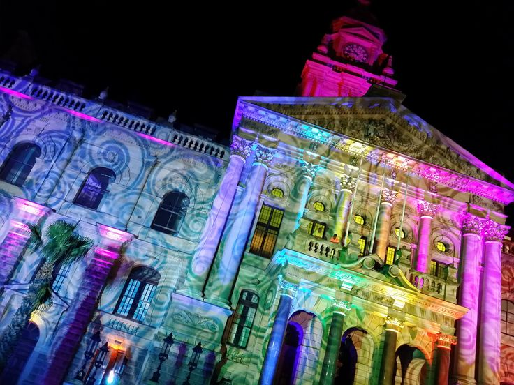 The atmosphere in Cape Town, on Sunday night (6 December 2015), was filled with cheer, music and excitement as we gathered outside the City Hall to celebrate the switching on of Cape Town's festive lights. The Mother City was ablaze with colour and exuberance and the theme, We Love Africa, was the spirit of the night.