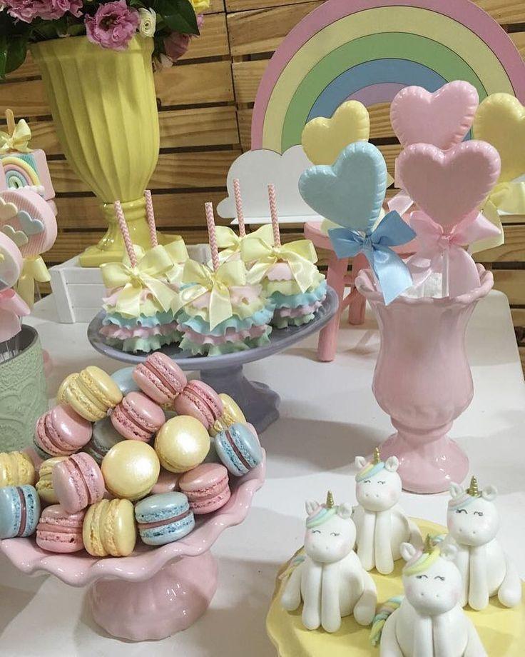 Bom dia com muito amor e fofura  Um pouquinho dos doces que fiz para as minhas princesas  Decoração maravilhosa @danidiloretofestas Mini Macarons maravilhosos ( os melhores do mundo ) Todo acervo lindo @upandjoin #unicornio #uniconrs #festaunicornio #docesunicornio #candycolors #kidsparty #unicornioparty
