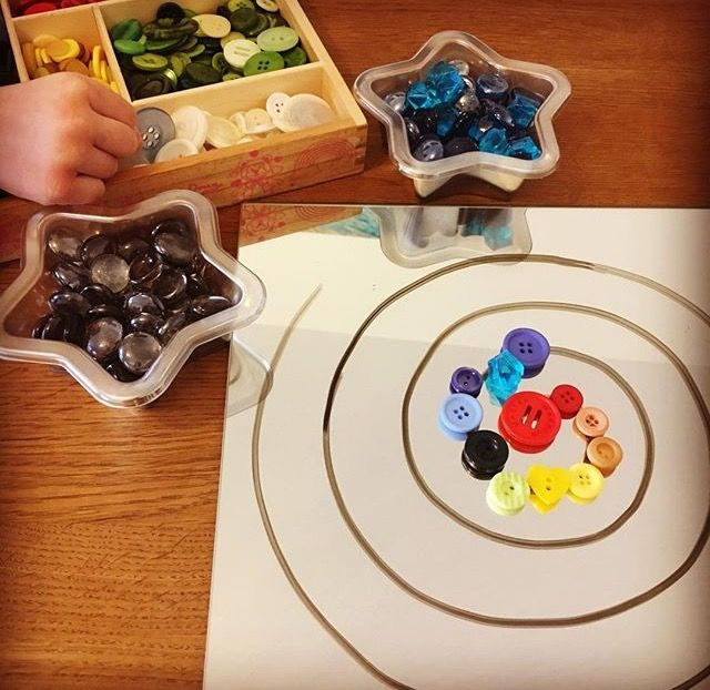 Create patterns on buttons and whiteboard pens on mirrors