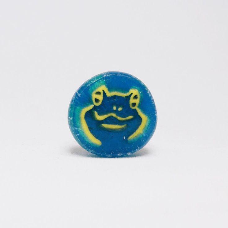 京都が生んだロックな壁画家 木村英輝氏の象徴絵柄のひとつ。Here is Japanese cool Artist Ki-Yan's icon candy. . . #まいあめ #まいあめ工房 #組飴 #組み飴 #飴 #和菓子 #伝統技術 #伝統美 #伝統技法 #職人 #ハンドメイド #キャンディー #candy #candies #traditional #art #japanesefood #wagashi  #craftsman #IGersJP #kiyan #キーヤン #木村英輝 #かえる #frog # #kiyanstuzio #artist #kyoto #京都