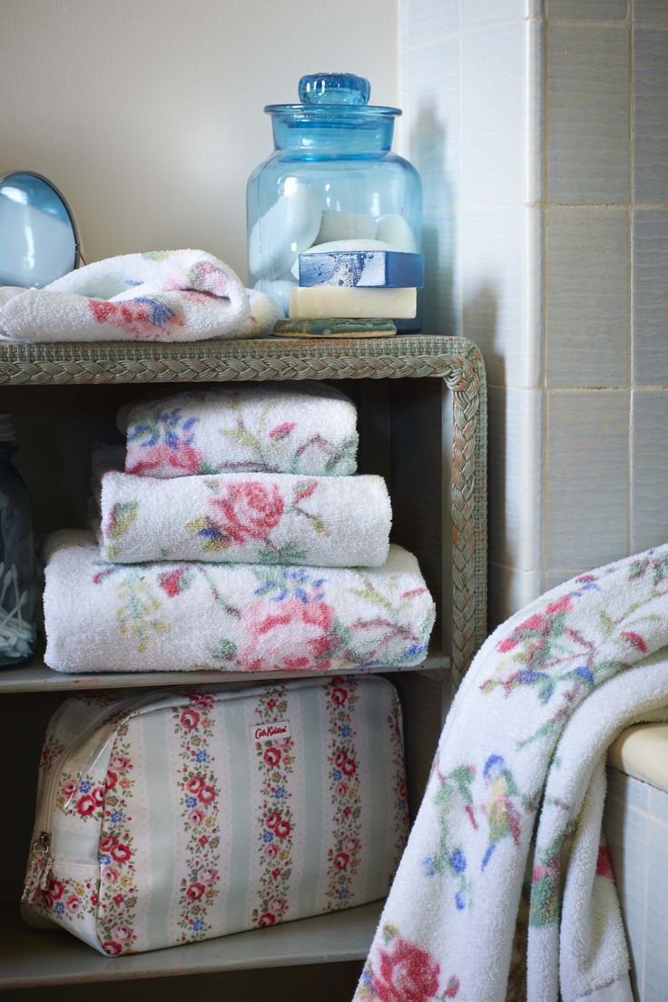 Birds and Roses Bath Towels and Lace Stripe Wash Bag | Cath Kidston |