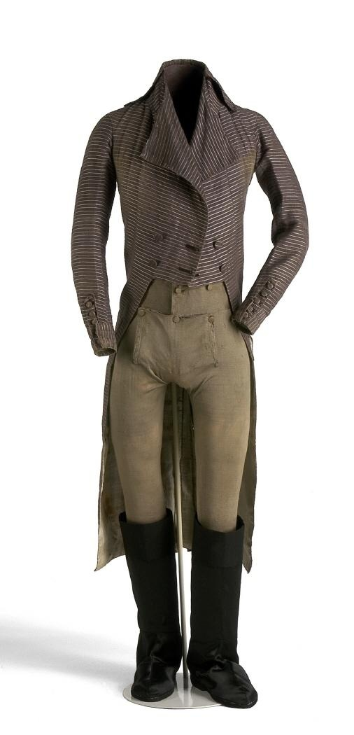 1800 ca. Man's Ensemble. Long-tailed cutaway coat, breeches into long boots. Museo del Traje.