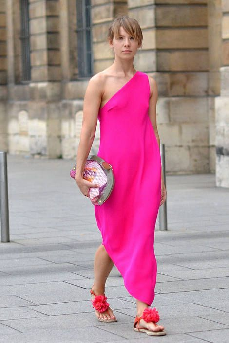 Paris Street Fashion - Summer Street Fashion in Paris - Elle ~ this would be a cute maternity pattern.
