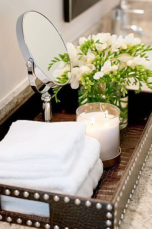 Just right tray for staging a bathroom.  #justcallmargystaging #homestaging #affordabledecor