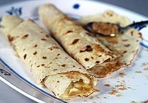 Easy Norwegian Lefse using instant potatoes | DianasDesserts.com Might need to try this one...