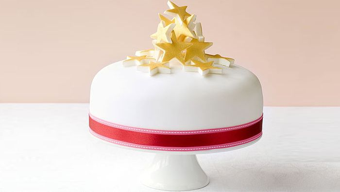 How to decorate a Christmas cake with a stylish stacked star design.