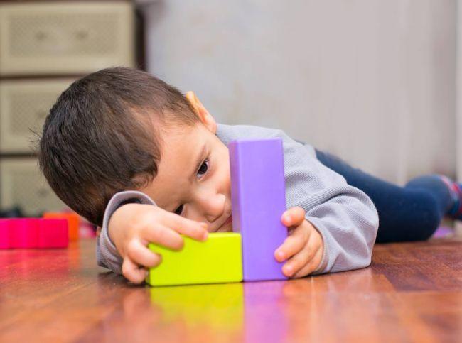5 prvotných príznakov autizmu, ktoré väčšina ľudí ignoruje
