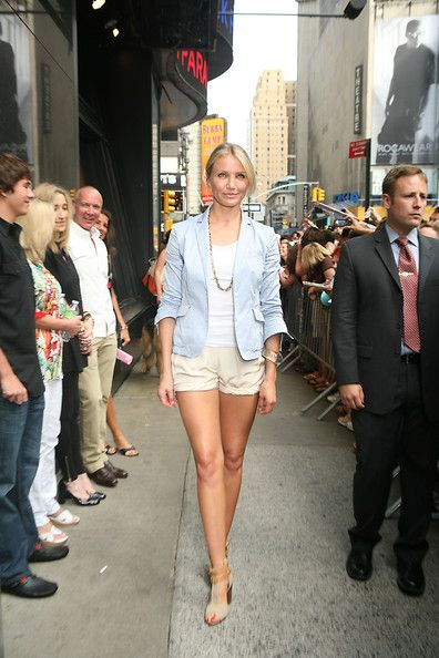 """Cameron Diaz Photos Photos - Cameron Diaz promotes her new film """"Knight & Day"""" in New York with a visit to """"Good Morning America"""". - Cameron Diaz Promotes """"Knight & Day"""" in New York at """"Good Morning America"""""""