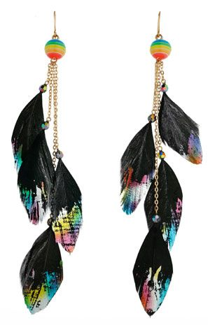 Pendientes de plumas negras coloreadas
