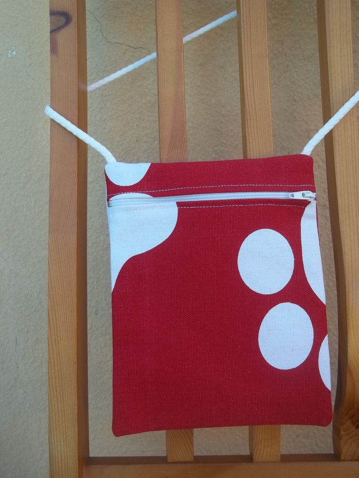 Small bag with zip. Red fabric with white.
