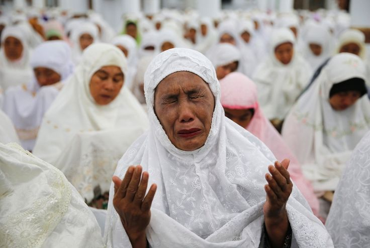 10 years on:Thousands pray at Indonesian mosque that survived tsunami |
