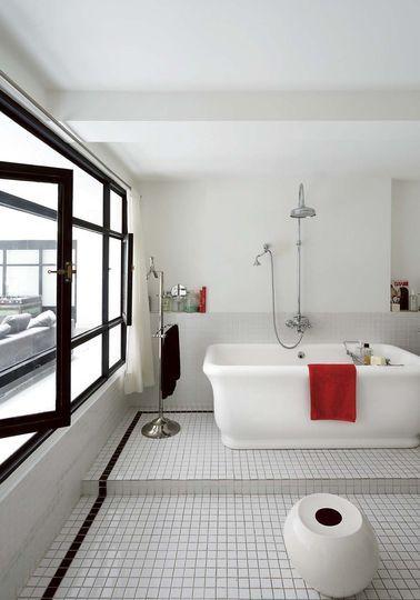 Salle de bains blanc 20 photos d co tr s inspirantes for Synonyme de salle de bain