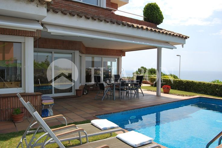 Exclusive Property for sell in Teia with fabulous sea views and the city of Barcelona.