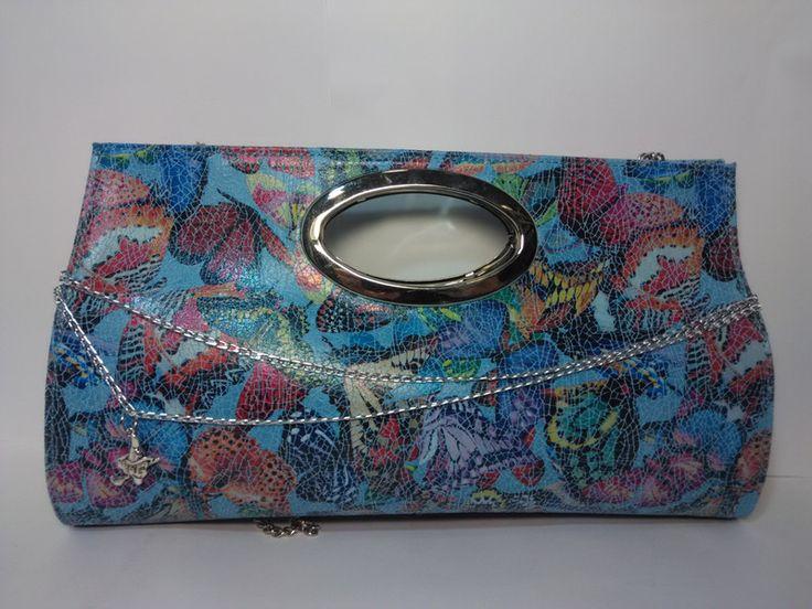 Bolso de mano en piel pintada, estilo vintage azul de faylinnatelier por DaWanda.com