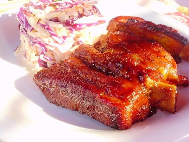 Barbecue oldalas coleslaw salátával