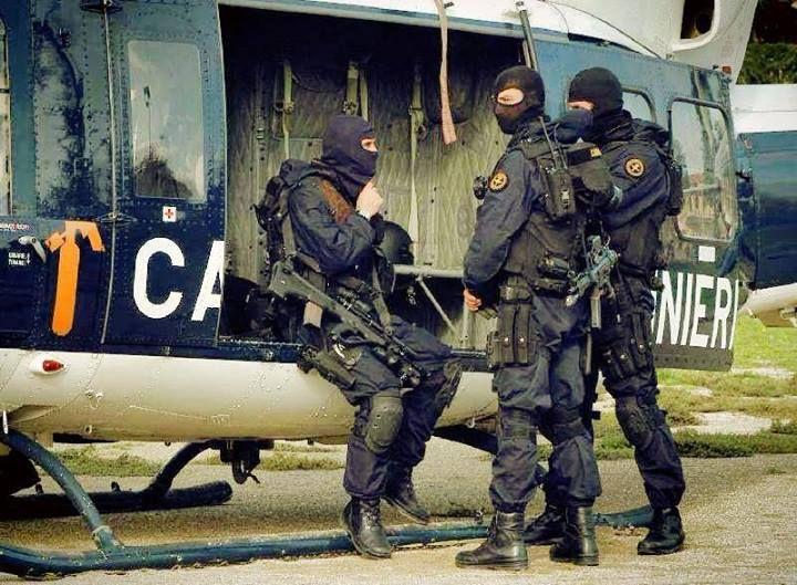 """Italian Carabinieri counter terrorism unit """"Gruppo di Intervento Speciale"""" (GIS)."""