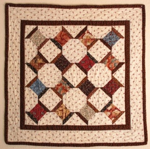 Cute little spool quilt ~ This quilt is tiny, each spool is only a couple of inches long.