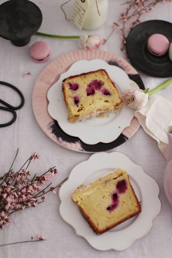 Bei uns gab es vor ein paar Tagen einen sehr leckeren Kuchen mit ein paar meiner   absoluten Lieblingszutaten: weiße Schokolade, Vani...