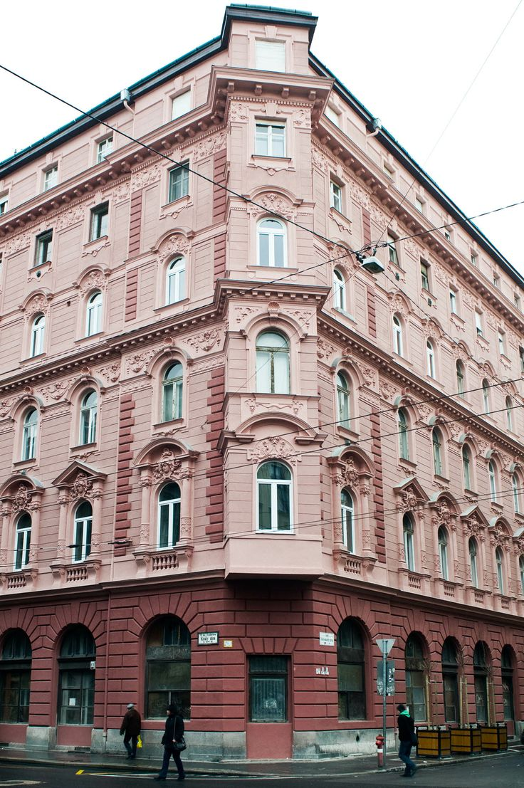 Building where apartments 2/4 and 1/2 are located. Imperial style 19th century Budapest building, 7th district.