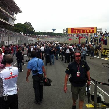 starting grid just 20 minutes before the final race.    via - twitter| @F1TotalOfficial