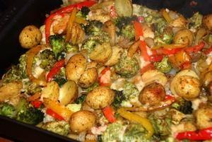 Pesto ovenschotel met krieltjes, broccoli en kip.