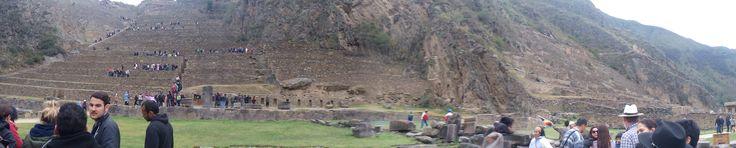 Ollantaytambo es una fortaleza inca famosa por ser el lugar donde se libró una gran batalla contra los conquistadores españoles, que fueron derrotados. Además de funciones militares, era un gran centro religioso con un fabuloso templo del sol y un sector ceremonial dedicado a los dioses del agua. Como otros centros incas, había las típicas terrazas agrícolas acompañadas de algunos qolqas o almacenes de alimentos.