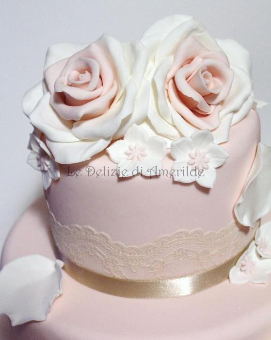 Le Delizie di Amerilde. Roses in sugar paste. Elegant couture cake from www.ledeliziediamerilde.it
