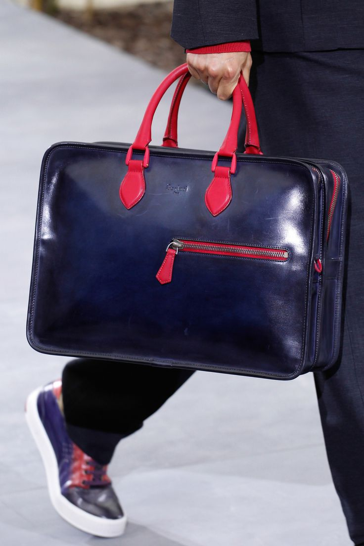 Detail at Berluti Spring-Summer 2016 Men Fashion Show #PFW #RTW #SS16 #Berluti #LVMH