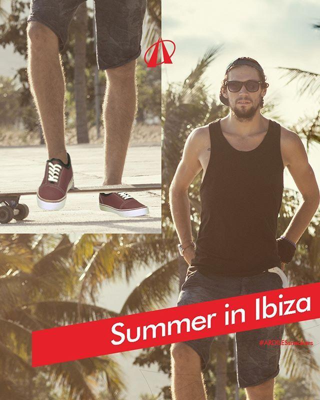 Ardiles Sneakers Lovers, pakaian liburan terdekat bisa mengambil inspirasi dari tren Ibiza. Pantai di Ibiza, Spanyol, adalah tempat rekreasi musim panas yang menyenangkan. Karena didaulat sebagai tempat santai kelas wahid, gaya pakaian di Ibiza pun perlu mencerminkan suasana bermain.  Gaya musim panas di Ibiza cocok dengan tampilan kasual. Memakai boxer, celana pendek, dan T-shirt dengan bahan ringan cocok untuk dipadu dengan kacamata hitam kamu. Pakailah jeans yang nyaman dan ramping ketika…