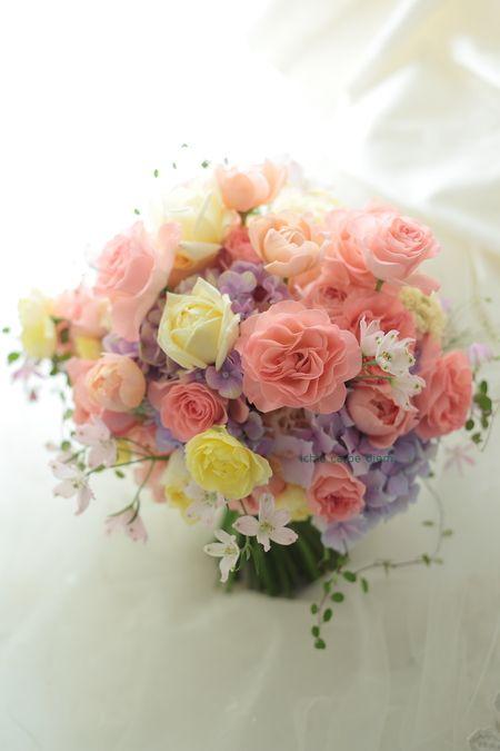 クラッチブーケ ホテルオークラ東京様へ ワルツとアプリコットミホ : 一会 ウエディングの花