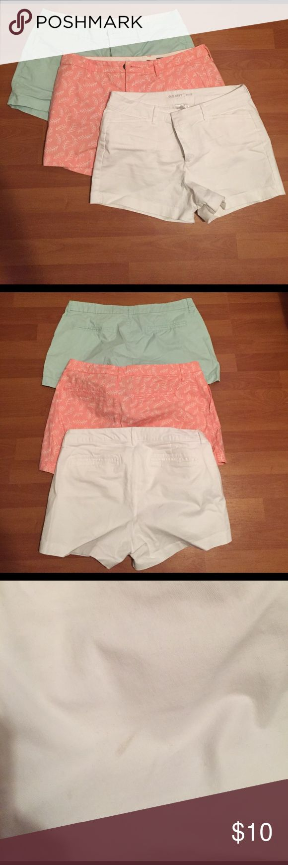 Old Navy short lot (2 pair) 🌻 2 pairs of Old Navy shorts. Small bleach stain on turquoise shorts, small stain on white shorts. Will sell individually or together. $4 individually. Price reflects flaws. 🚫PINK SHORTS NO LONGER AVAILABLE!!!🚫 Old Navy Shorts