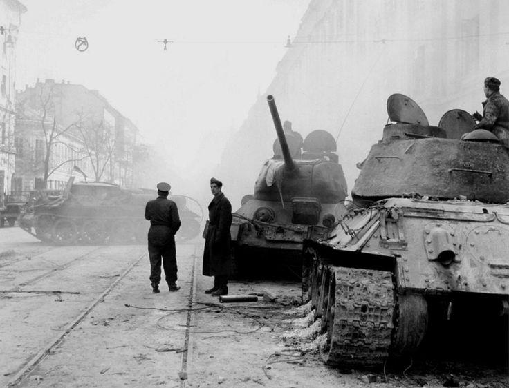 Harcok után az Üllői út .1956.okt.28.