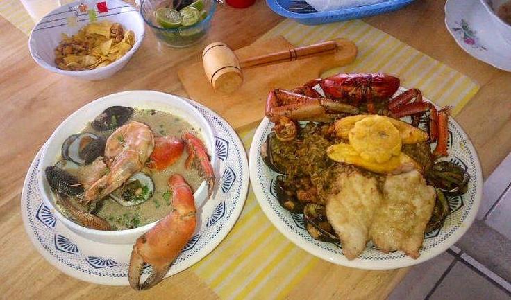 La exquisita comida típica de las costas ecuatorianas elaboradas a base de mariscos. Arroz Marinero y Sopa Marinera.  Buen Provecho!!!