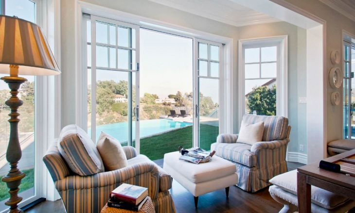 Resultado de imagem para poltronas coloridas decoração... Tua Casa Como combinar poltronas na decoração. Foto: Reprodução / DTM Interiors