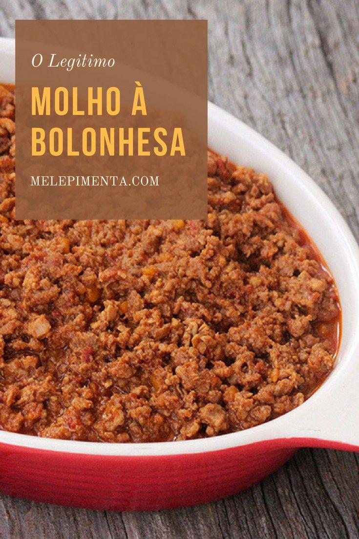 Molho à bolonhesa    Aprenda a fazer em casa o autêntico molho à bolonhesa. Essa receita é feita seguindo a receita italiana, que leva também carne suína, vinho, cenoura, é cozida por horas e finalizada com leite.