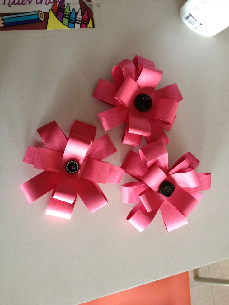 Poppies for a wreath! Each student made one and they'll be glued to make a complete wreath. Perfect for Remembrance Day.