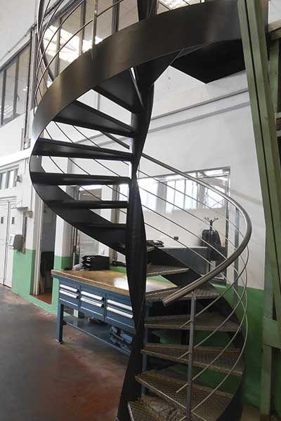 escalera metlica de caracol con diseo industrial escaleras caracol espiral