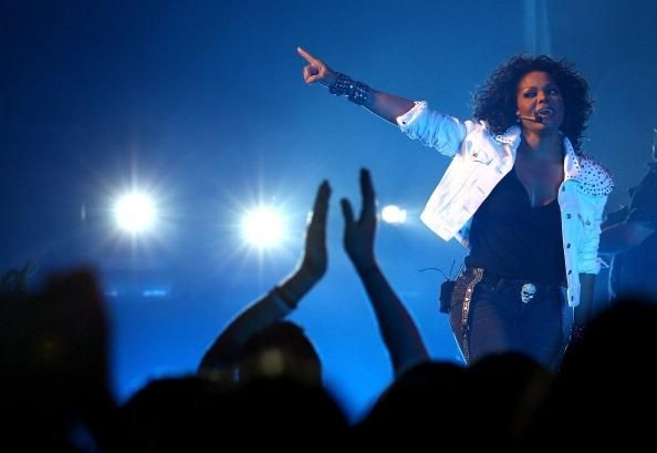 Janet Jackson Tour 2016: Miley Cyrus MTV VMAs 2015 Wardrobe Malfunction Was Already Done; Janet Jackson Kicks Off Tour 2016 With Unbreakable Support At First Stop [VIDEO] - http://imkpop.com/janet-jackson-tour-2016-miley-cyrus-mtv-vmas-2015-wardrobe-malfunction-was-already-done-janet-jackson-kicks-off-tour-2016-with-unbreakable-support-at-first-stop-video/