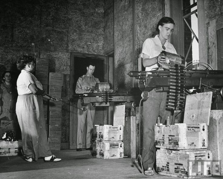 vintage everyday: Pictures of Women Testing New Machine Guns at the Aberdeen Proving Ground, 1942