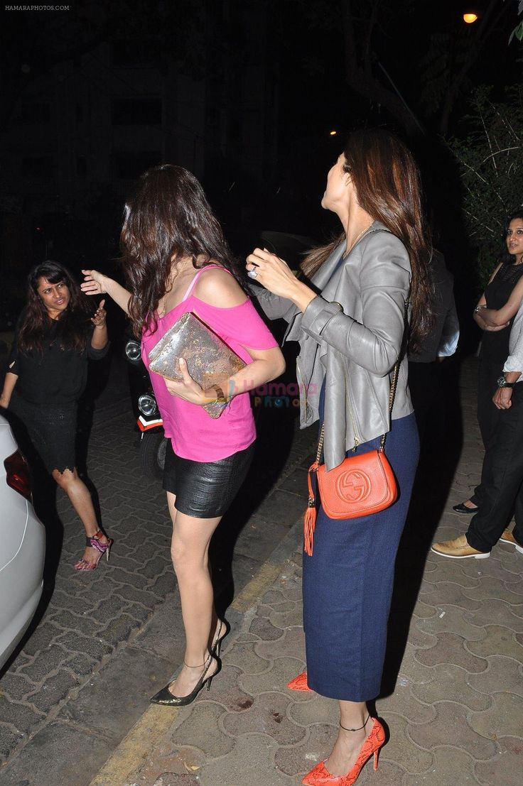 Shilpa Shetty, Shamita Shetty snapped at Olive on 6th Feb 2014 / Shamita Shetty - Bollywood Photos