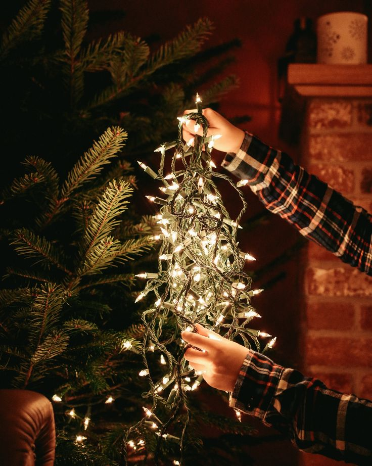 Christmas Lights & Decorating the tree - one of my favourite traditions!