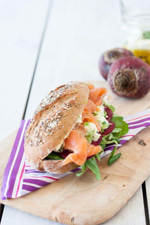 Sandwich fraicheur (saumon fumé, fêta, betterave, mayonnaise ail & citron vert)